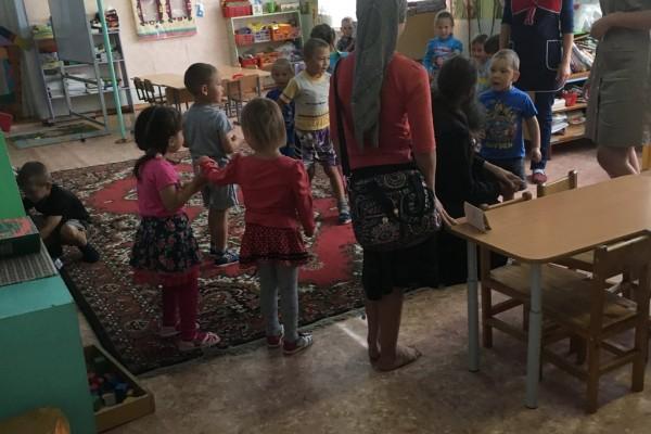 привез игрушки в детский сад в Нижнем Стане